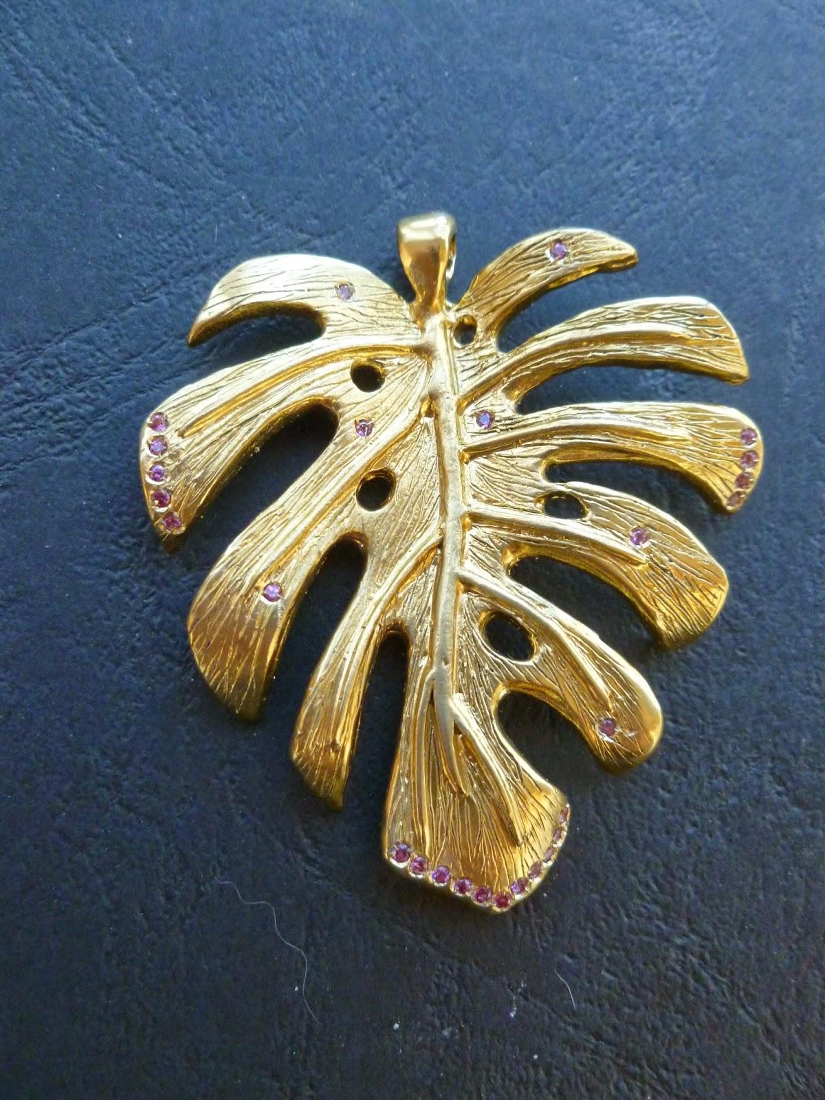 Ciondolo in bronzo con rodoliti