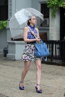 Caminare sola bajo la lluvia...