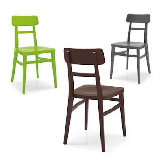 Riflessioni di una Lady Semiseria: Sedie da soggiorno colorate e tavolo in legno naturale? Ecco ...