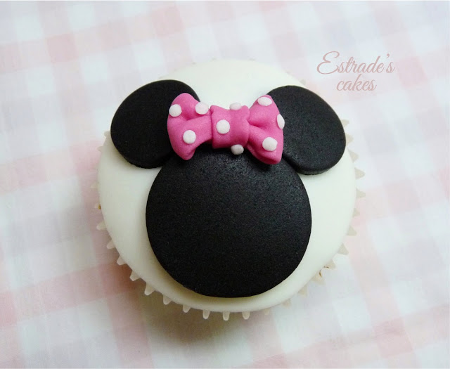 cupcakes de Minnie Mouse decorados con fondant - 3