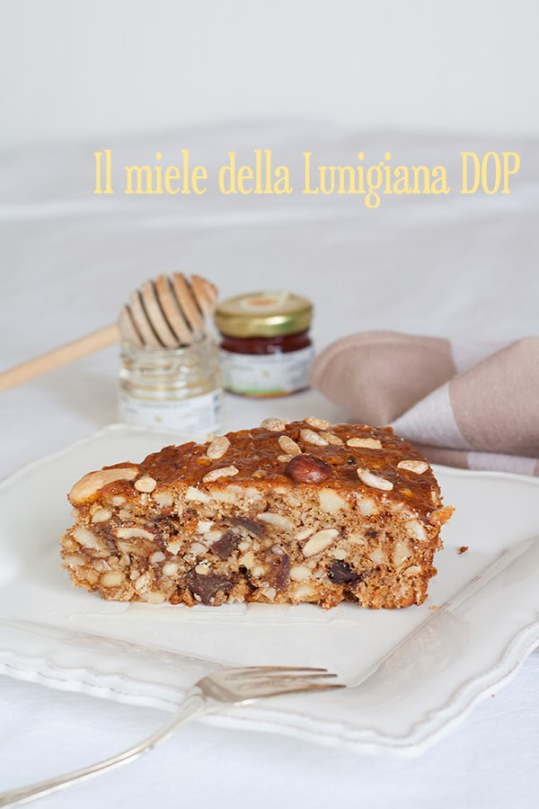 ricetta dolce alla frutta secca e miele della Lunigiana