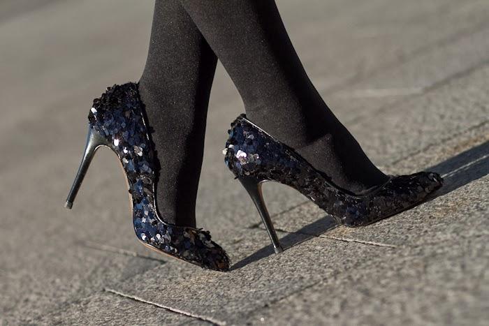 Zapatos de salón con lentejuelas y paillettes de Zara