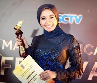 Gaun / Baju Transparan Laudya Cynthia Bella yang Menjadi Sorotan di Festival Film Bandung (FFB) 2015