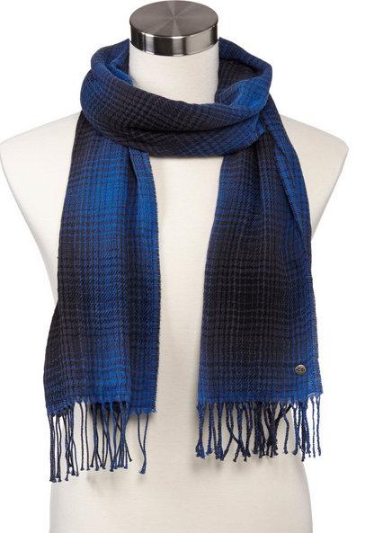 Bufanda de lana con flecos, color azul marino y azul royal. El tejido es de lana virgen, mezclado con algodón. Bufanda de lana para hombres