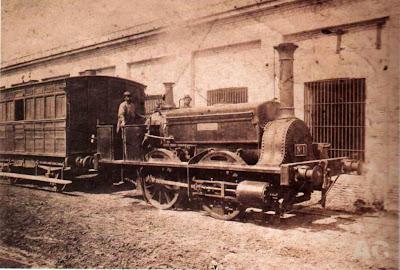 Locomotora 'La Porteña'. El 29 de agosto de 1857 esta locomotora realizó el primer viaje en tren desde la Estación del Parque hasta La Floresta, Buenos Aires, Argentina.Tomado de Wikimedia