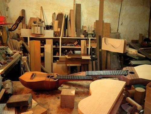 Blog ateneo andaluz master class la guitarra impartida for Que es un luthier