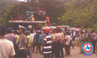 Harga Jagung Anjlok Petani Dompu Geram, Massa Aksi Blokir Jalan Negara