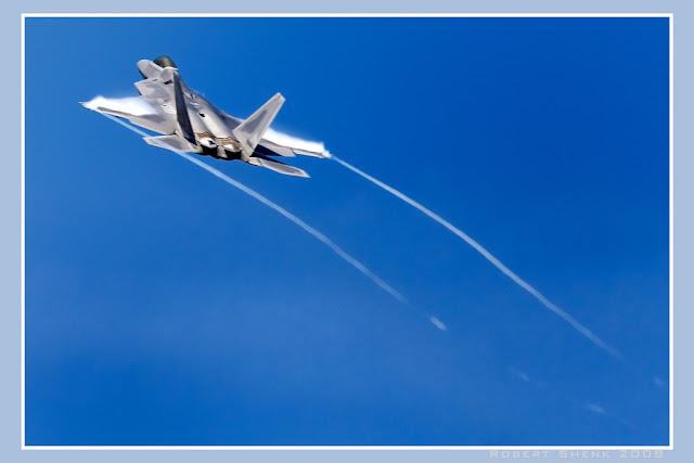 F-22 Raptor vapor trail