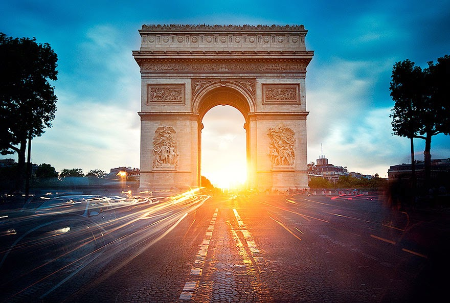 16 Of Your Favorite Landmarks Photographed WITH Their True Surroundings! - Arc de Triomphe, Paris