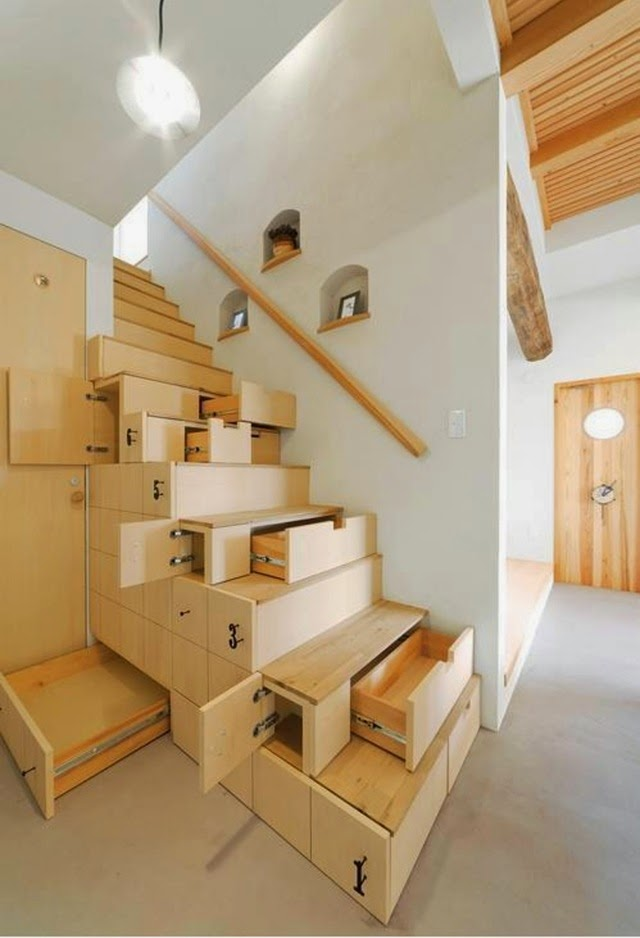 Interior Stairs Design: Elegant Wooden Staircase Design With Storage