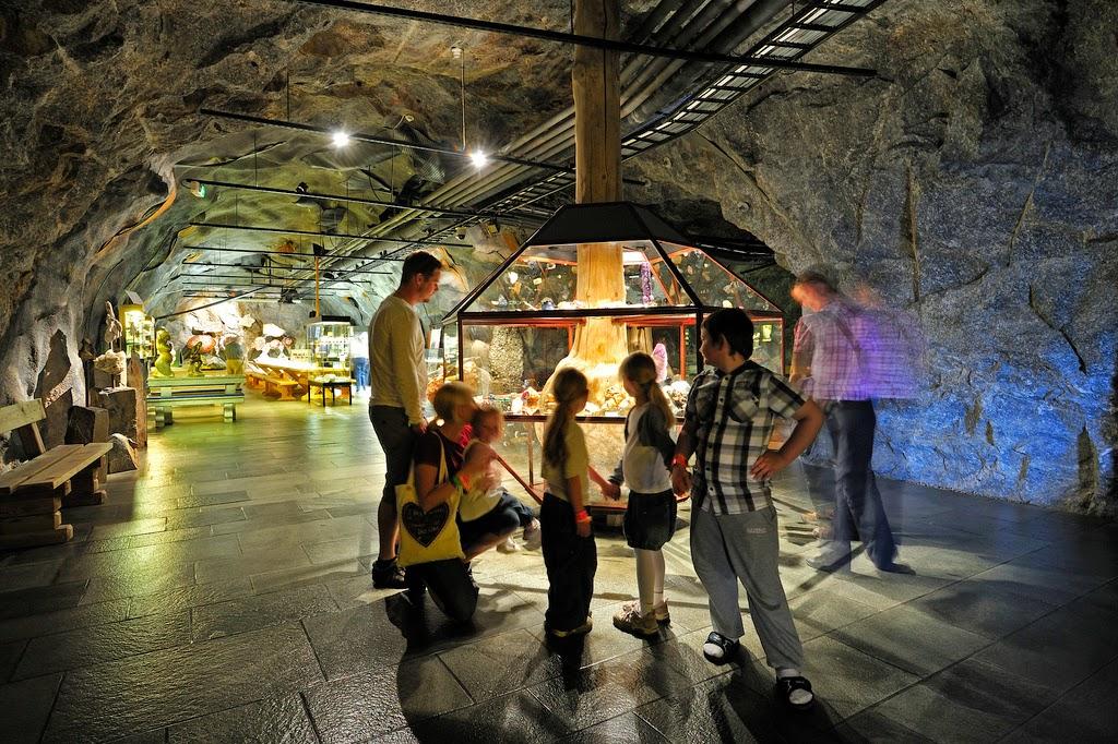 Gruveganger på Mineralparken på Evje er fulle av spennende steiner og mineraler.