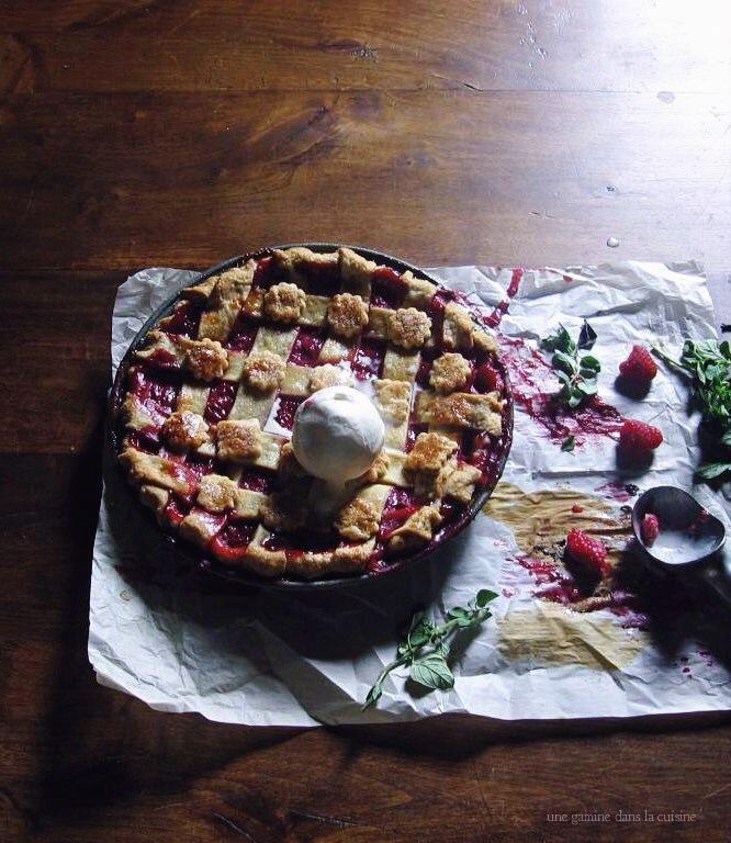 Prospero's raspberry + ale pie; an arbitrary farewell to summer | une gamine dans la cuisine