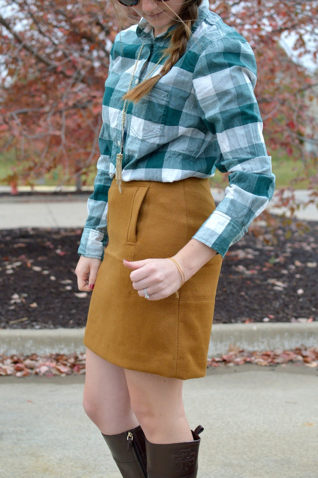 how to style a suede skirt
