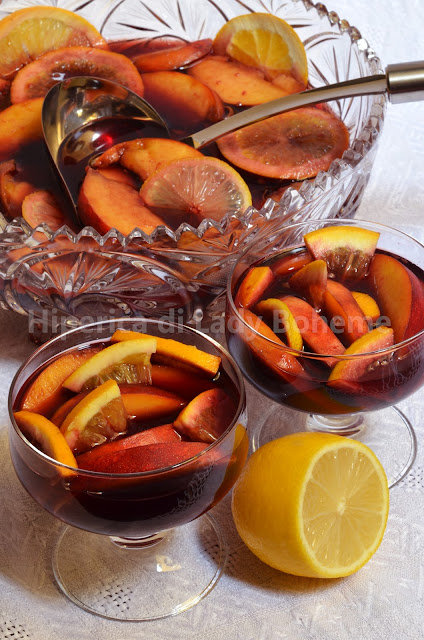 hiperica_lady_boheme_blog_di_cucina_ricette_gustose_facili_dessert_sangria_con_pesche_2