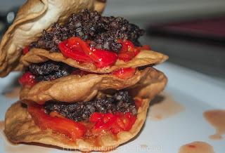 http://enlosfogonesderaquel.blogspot.com.es/2015/06/torre-de-torta-de-pimientos-con.html
