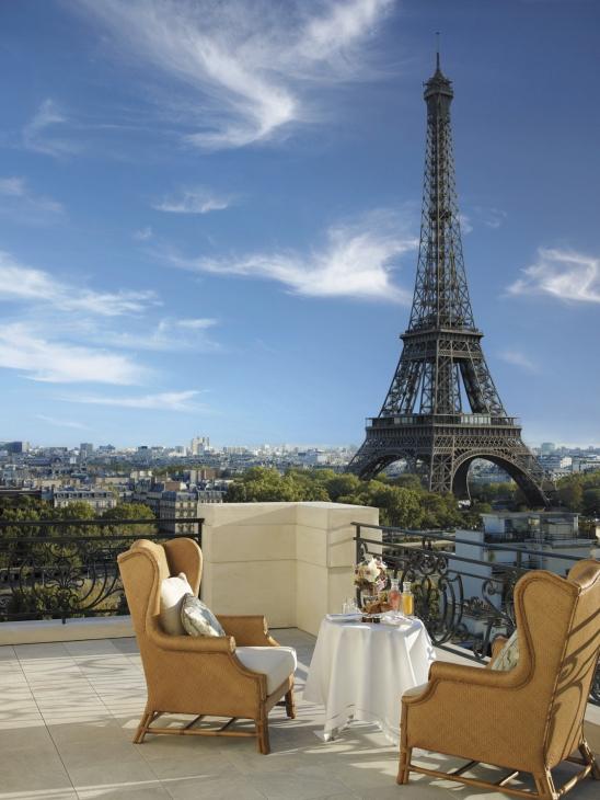 Passion for luxury shangri la hotel paris for Reservation hotels paris