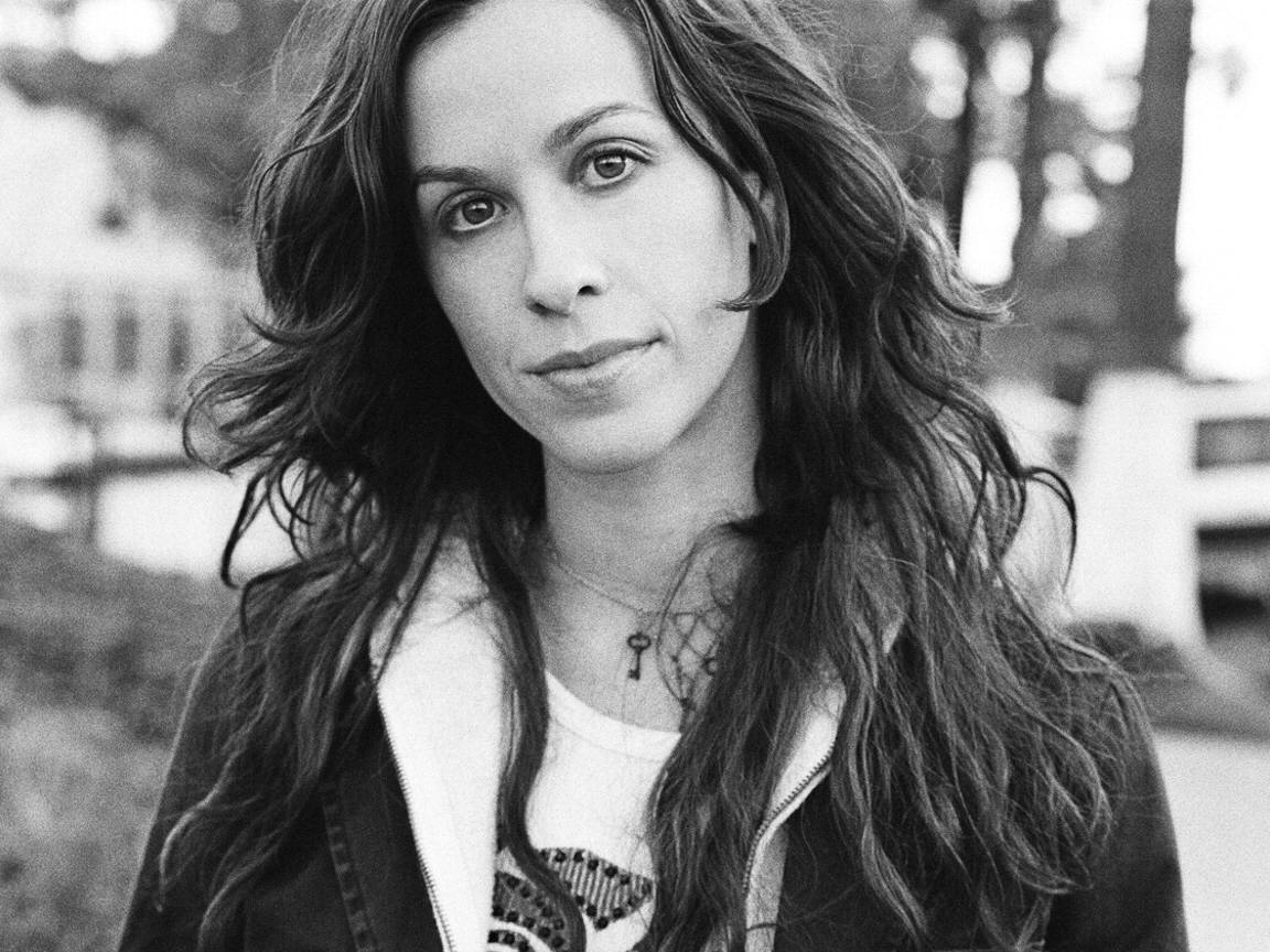 Alanis Morissette, 36, is Happy, In Love and Pregnant with First Child