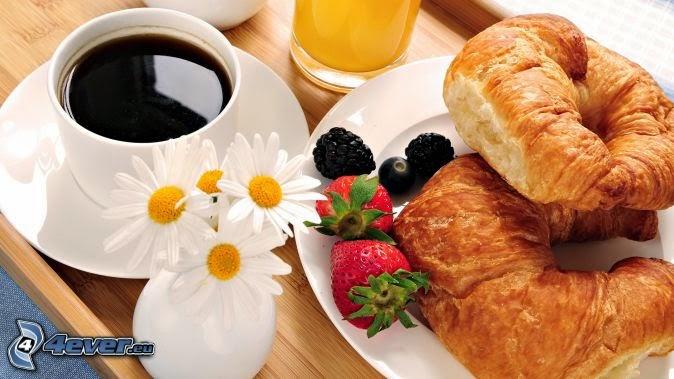 Desayuno dulce croissant