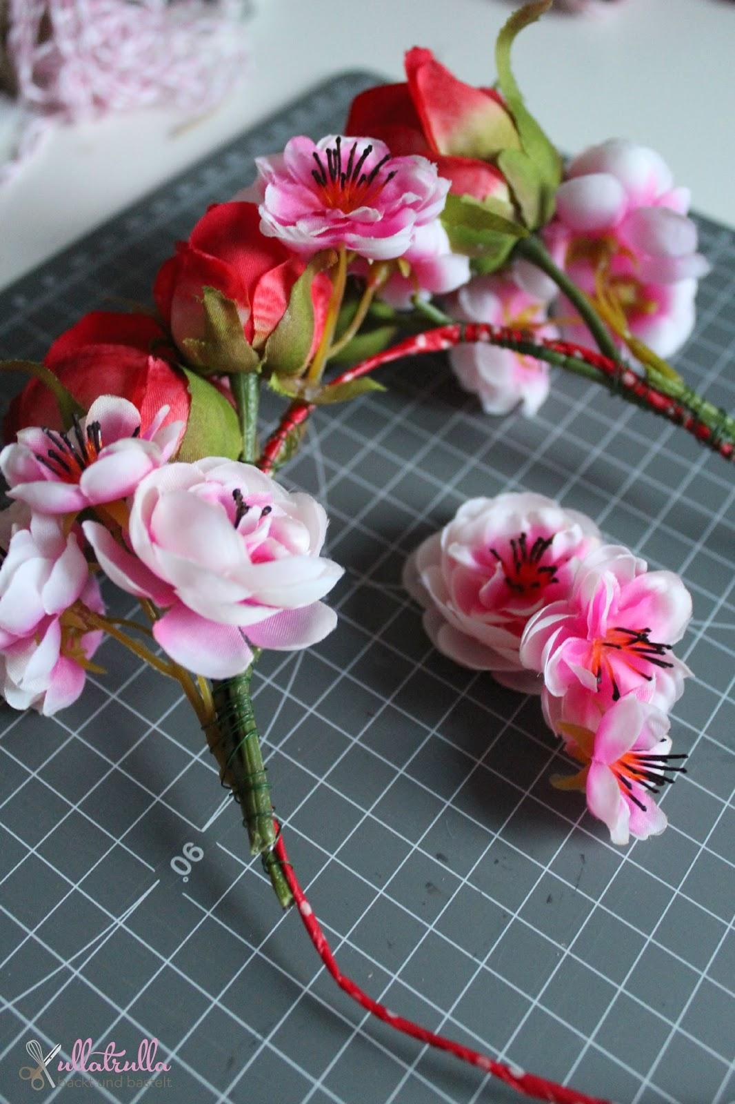 ullatrulla backt und bastelt diy f r einen bl tenkrone f r kinder rosen tulpen nelken diese. Black Bedroom Furniture Sets. Home Design Ideas
