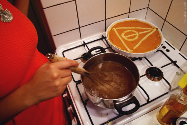 aliciasivert, alicia sivertsson, harry potter halloween party, fest, butter beer, deathly hallows pie, dödsrelikerna, paj, honungsöl