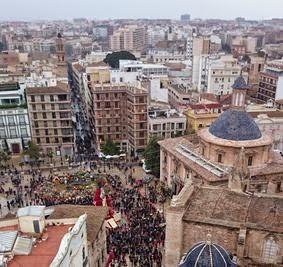 Plaza de la Virgen y Basílica de los Desamparados.