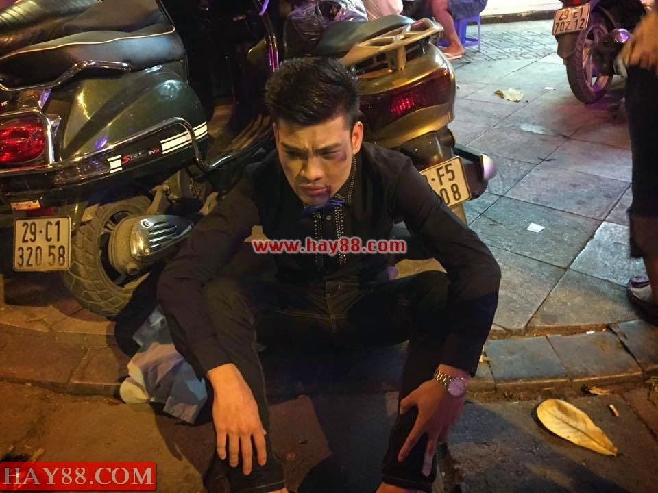 Thanh niên hóa trang thành Kenny Sang bị đánh tơi bời ở phố Cổ
