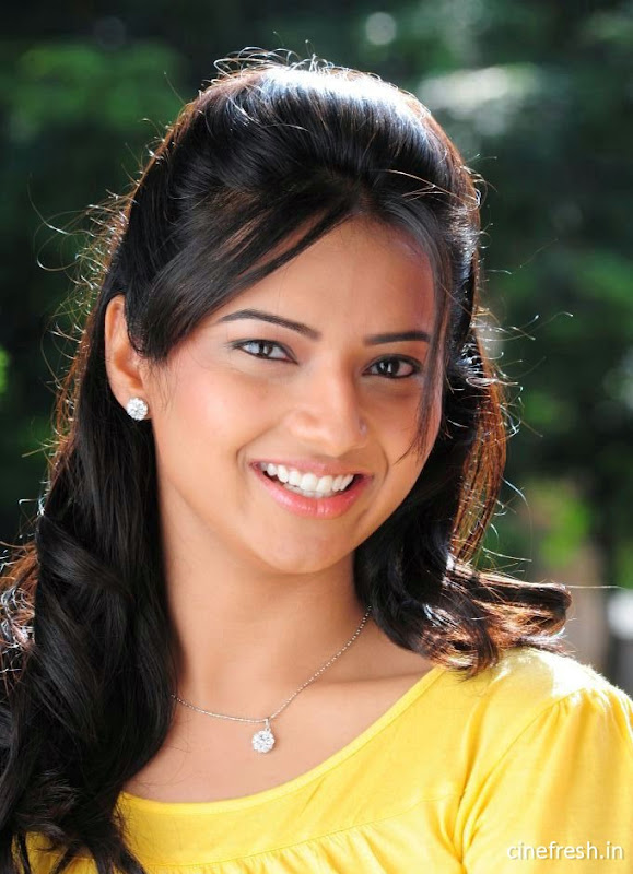 Isha Chawla New Cute Stills Isha chawla Beautiful Photos wallpapers