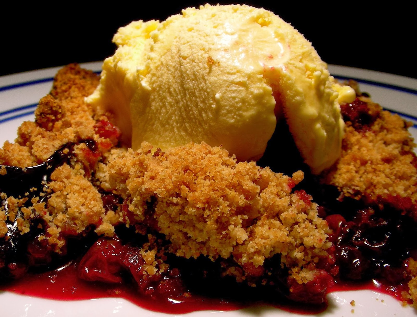 ... nectarine blackberry crisp writefury nectarine and berry crisp with