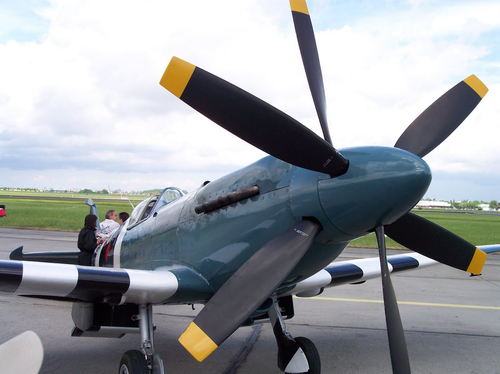 Counter Rotating Propellers : Force sky tool spitfire supermarine
