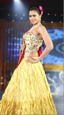 Actress Sameera Reddy hot stills
