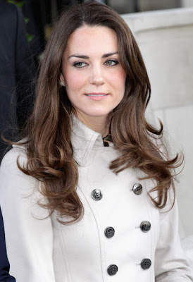Vogue editor urges Kate to pick McQueen dress