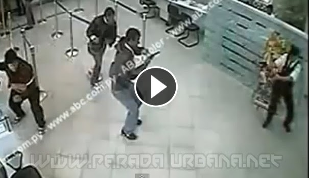VIDEO INSÓLITO - Cámara de seguridad, capta el dramático asalto a un Banco
