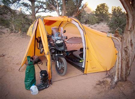 Tenda untuk motor dan pengendaranya