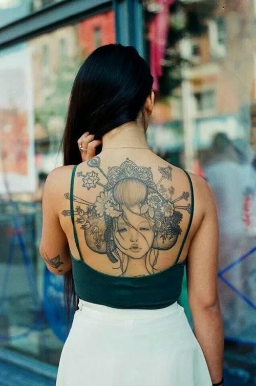 Gueixa tatuagem costas