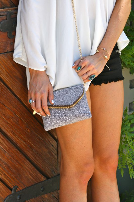 Personal style blog, Golden Divine Blog, Weekend Style, Hobo Clutch