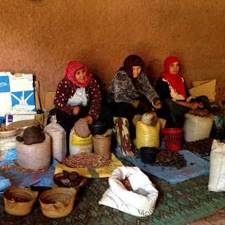 Making argan oil traditionally