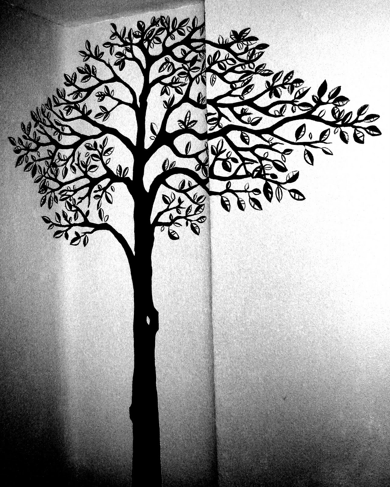 Decoraci n de interiores paredes con empapelado de flores - Paredes pintadas con dibujos ...