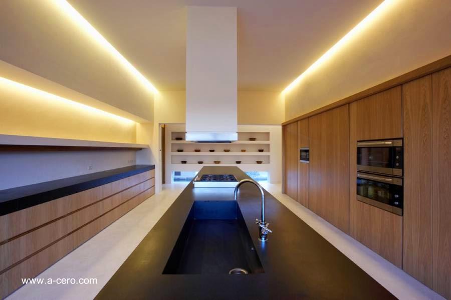 Arquitectura de casas casa rural contempor nea de tejados for Cocinas joaquin torres
