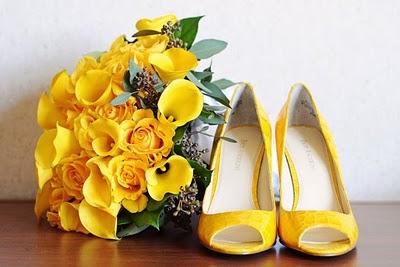 http://1.bp.blogspot.com/-jnOpfDu8RGM/TjLjx72RK2I/AAAAAAAAAkY/7f4xBHqcu8Q/s1600/SapatoAmarelo3.jpg