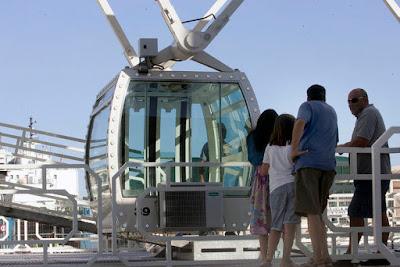 la-noria-de-malaga-empieza-sus-viajes-de-prueba-cabina-puerto