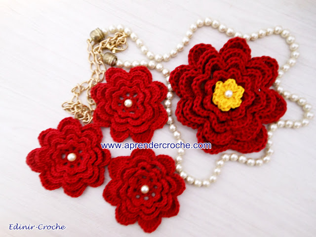 Flowers in crochet for Musketeers