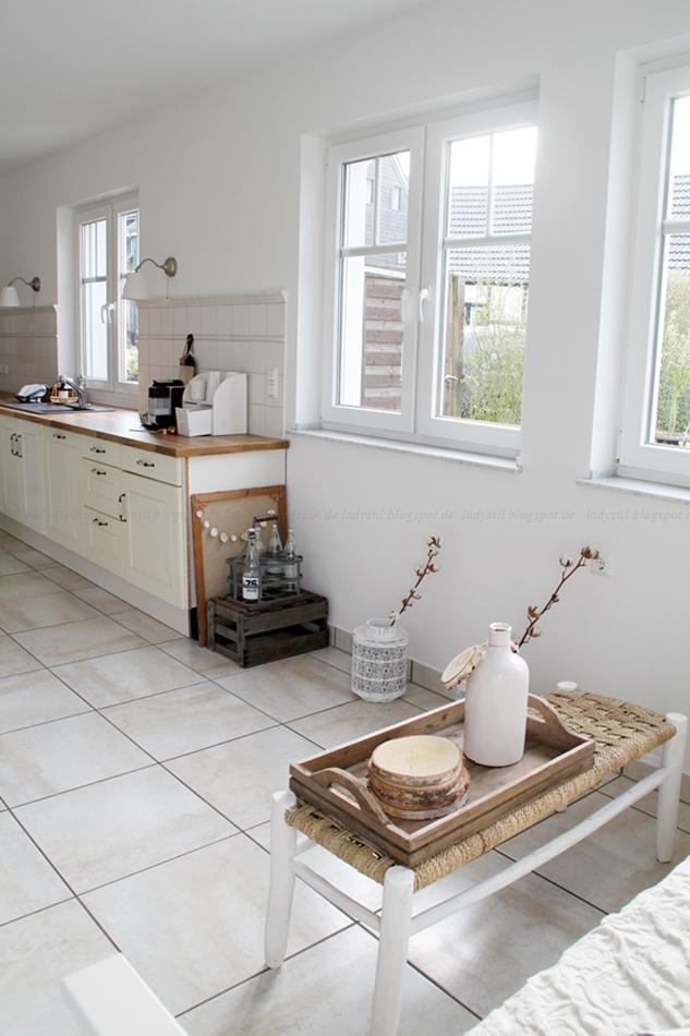 Tipps zur Küchenrenovierung, Tipps zum Tapeten entfernen, Ablösen von Tapeten, Küche streichen,Vorher Nachher Vergleich Renovierung,Küche in weiß Holz