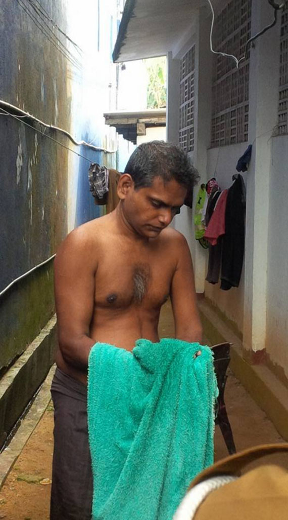 Kalutara Police officers help to Poor guy