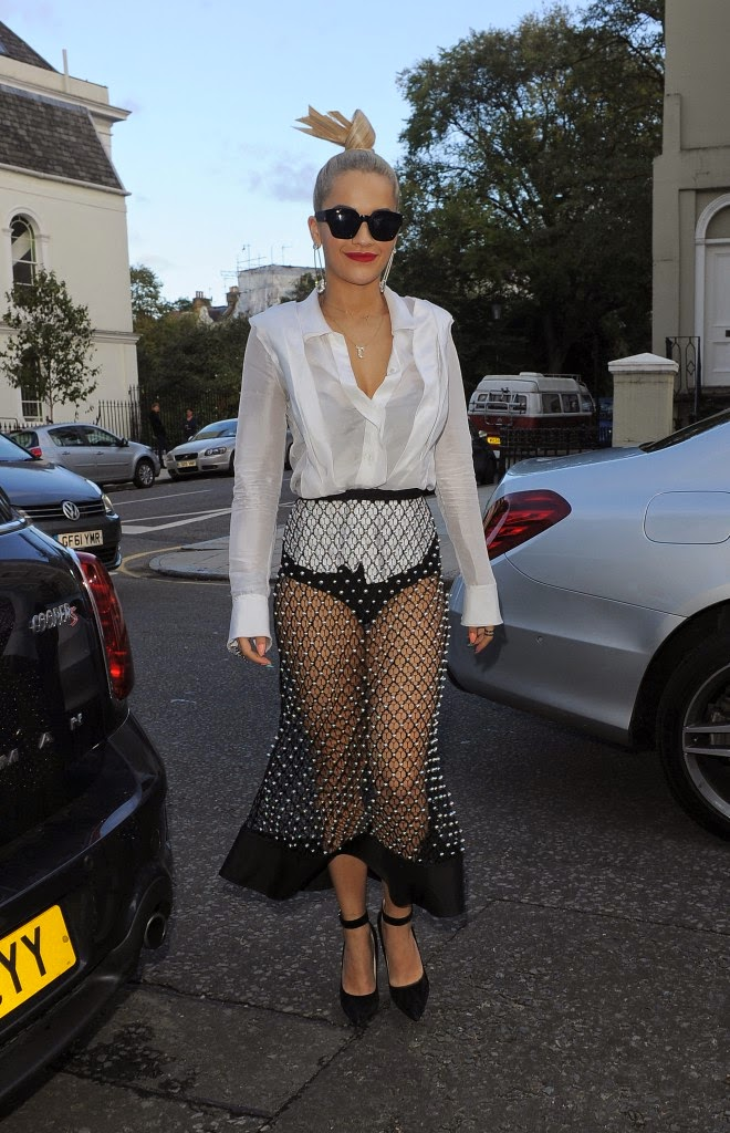 Rita Ora: she would have not forgotten something?