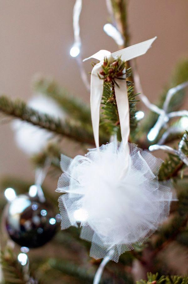 Enfeite de Natal feito de tule