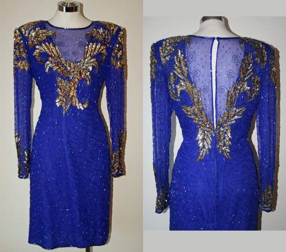 Vestido de color azul con dorado