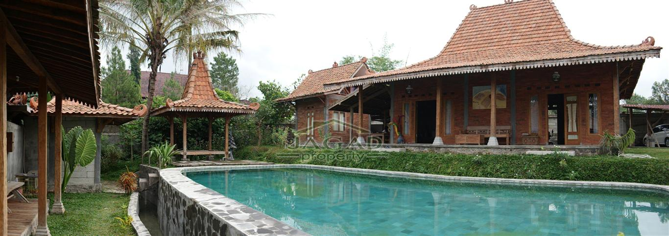 Rumah Etnik Joglo dan Kolam Renang