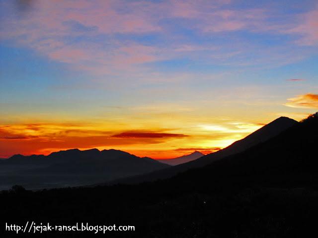 """Sunrise Gunung Papandaya Garut"""