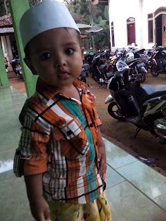 Anak Kecil Lihai Mainkan Alat Musik Tradisional (Rebana), Anak Kecil Asyik Mainkan Rebana, Musik Tradisional Madura, Jawa, Sunda, Kalimantan