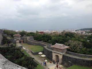 首里城の上から見下ろした沖縄の町並み